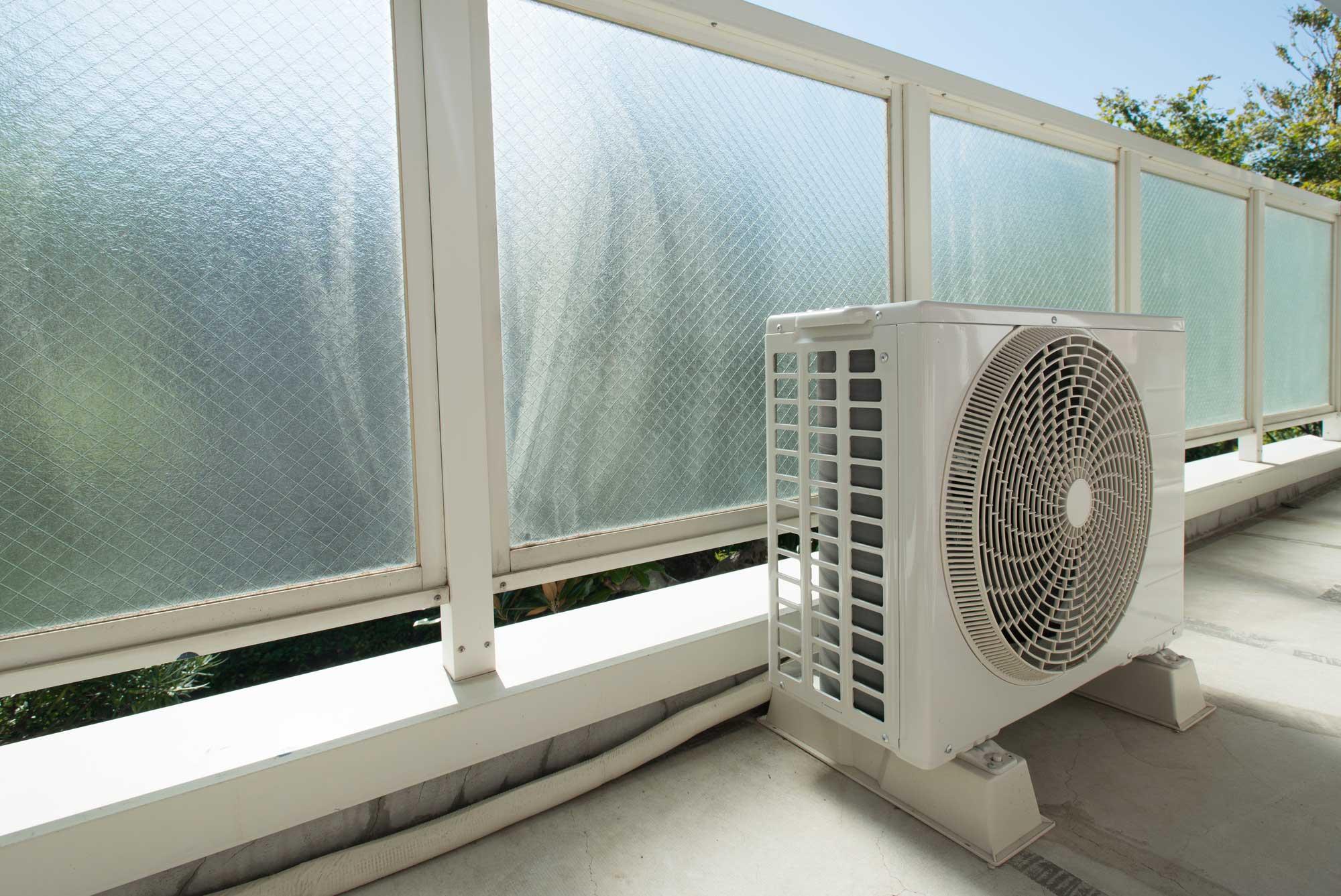 エアコン室外機を掃除する方法!簡単5ステップで …